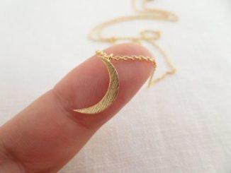 Naszyjniki z księżycem
