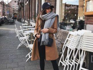 Must have: camelowy płaszcz