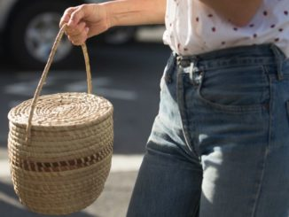 10 eleganckich słomianych toreb na plażę i nie tylko