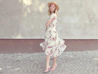 Jakie buty pasują do białej sukienki?
