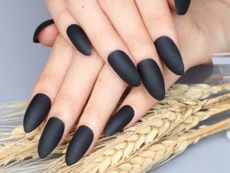 Jak zrobić czarne matowe paznokcie?