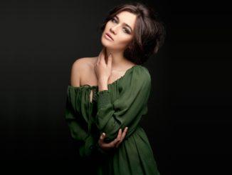 Jak zrobić makijaż do zielonej sukienki?