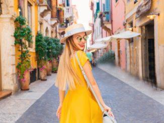 Jaki makijaż pasuje do żółtej sukienki?