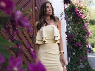 Sukienka hiszpanka – z czym ją łączyć i na jakie okazje zakładać