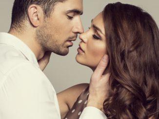 Sennik – pocałunek. Co oznacza pocałunek we śnie?