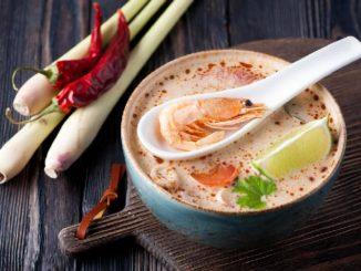 Tajska zupa krewetkowa – prosty i pyszny przepis