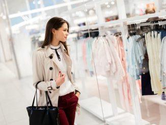 Wyprzedaż w Mohito – stylowe sukienki oraz torebki w niskiej cenie