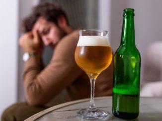 Mój facet pije jedno piwo dziennie. Czy to już alkoholizm?