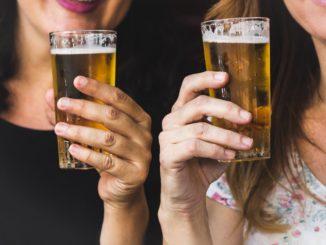 Jak otworzyć piwo bez otwieracza – sprawdzone sposoby