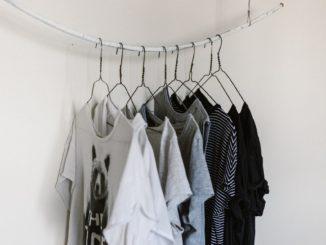 Czy luźny t-shirt może być elegancki?
