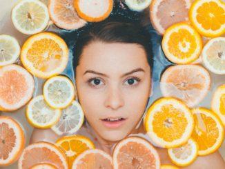 Dermokosmetyki, a kosmetyki naturalne? Co je wyróżnia?