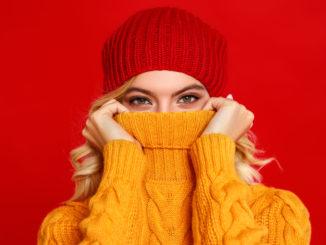 3 pomysły na uniwersalny, jesienny outfit – w roli głównej: sweter!