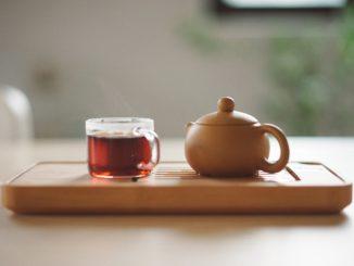 Jak działają poszczególne rodzaje herbat? Właściwości, zastosowanie