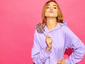 Bluzy damskie z kapturem to doskonały pomysł na chłodne, jesienne dni. Zobacz, dlaczego