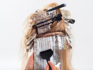Jak zmyć farbę do włosów ze skóry za pomocą prostych trików?