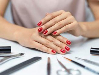 Kwadratowe czy migdałki – jakie paznokcie pasują do Twojej dłoni
