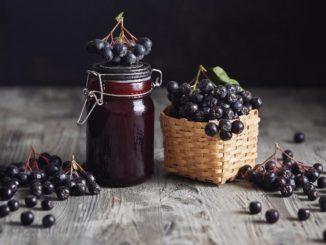 Aronia – właściwości zdrowotne. Jak zrobić dżem z aronii bez cukru?