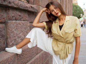 Białe spodnie – stylizacje na lato