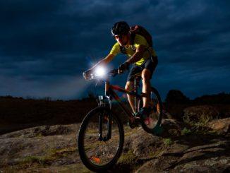 Latarki rowerowe – czy musisz je mieć