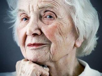 Sennik – babcia. Znaczenie snu o babci