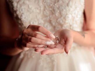 Paznokcie ślubne – trendy 2020 roku