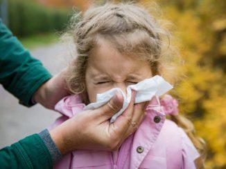 Zielonkawy katar u dziecka – czy to groźne?