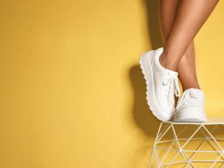 Sportowe buty do codziennych stylizacji – na co stawiają modne kobiety?