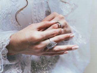 Jak wybrać suknię ślubną plus size?