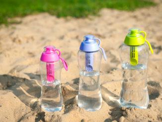 Dlaczego warto kupić butelkę filtrującą wodę, jak wybrać najlepszą?