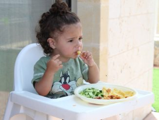 Bezpieczne i higieniczne dziecięce posiłki – zainwestuj w krzesełko do karmienia
