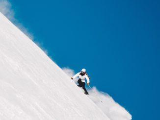 Wybieramy najlepsze narty damskie roku 2021