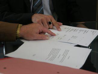 Umowa zlecenie a umowa o dzieło. Która się bardziej opłaca?