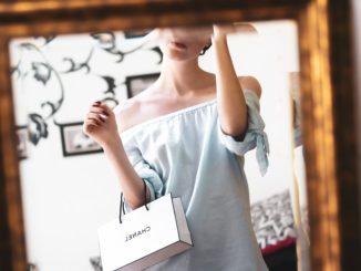 Luksusowe marki w sklepie odzieżowym Frank Shop