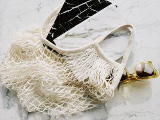 Dlaczego warto kupić torbę bawełnianą na swoje zakupy?
